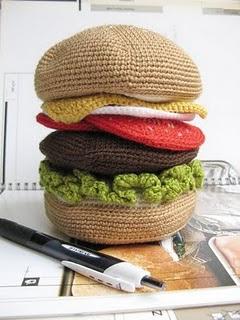 Hambúrguer de crochê