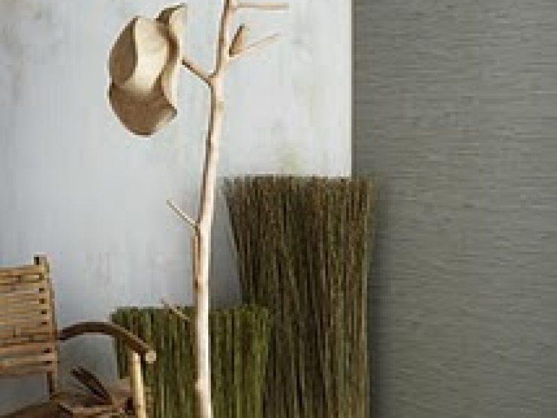 Cabideiro de galhos secos