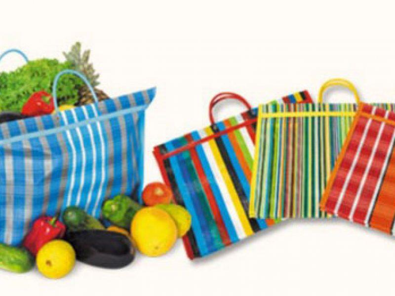 As velhas e boas sacolas de feira coloridas