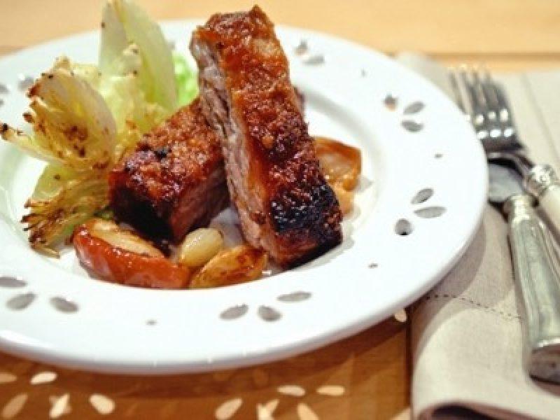 Costelinha de porco com geleia em crosta de castanha-de-cajú
