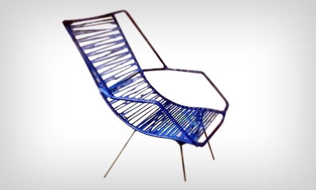 objetos-antigos-casa-avo-cadeira-de-ferro-com-lacos-plastico