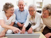 Aposentados, felizes e conectados: o uso das redes sociais por pessoas acima de 55 anos