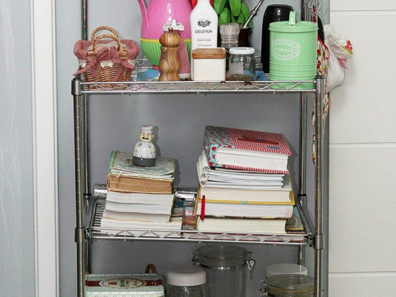 Estantes de livros na cozinha, porque não?