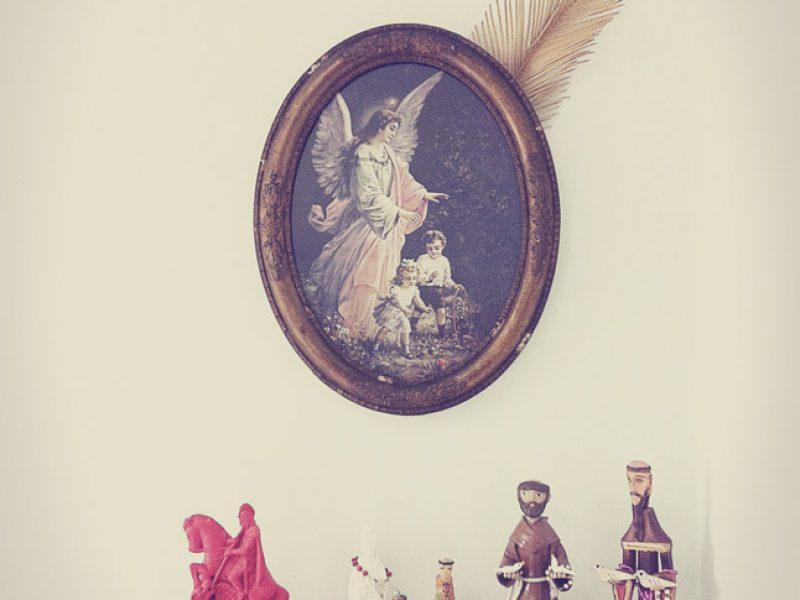 Louca ou Santa? Criando um cantinho kitsch no quarto