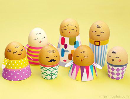 Casquinhas de ovos enfeitados para a Páscoa