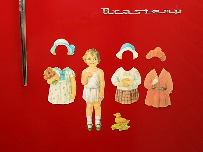 Bonecas de vestir: imã de geladeira