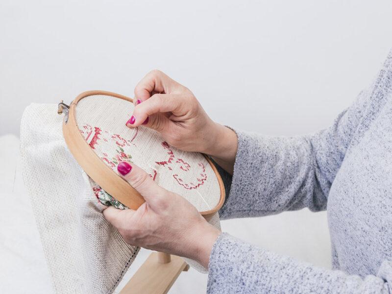 Riscos para bordados com motivos florais