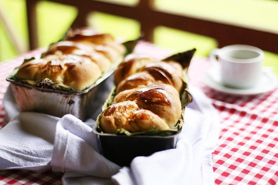 pão de trança da roça com café