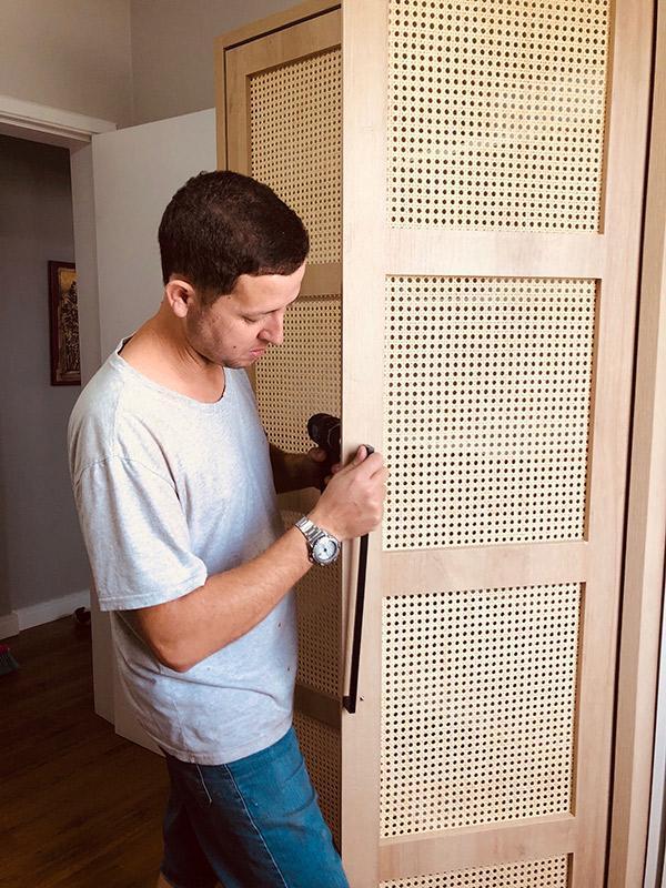 armário com palhinha natural