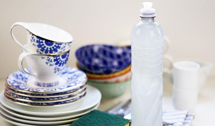 Como fazer detergente caseiro usando 5 ingredientes