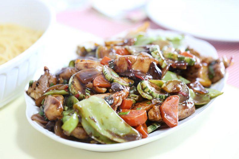 Frango oriental: um prato que rende muito