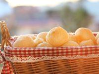Pão de queijo caseiro: receita fácil
